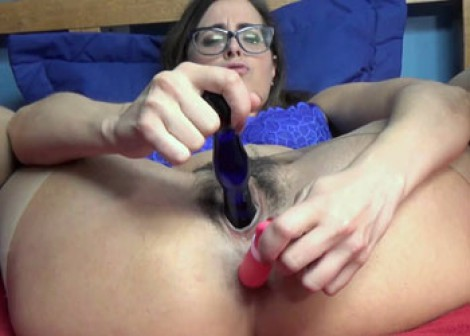 Helena Price is stuffing a toy in her ass